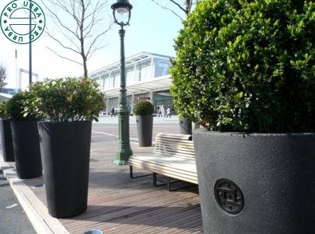 jardiniere-beton-espace-public-66251-7280671.jpg
