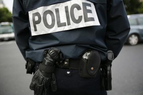 POLICE NATIONALE 113331_un-policier-surveille-une-rue.jpg